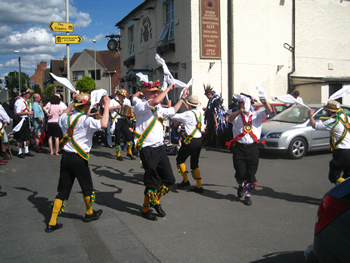 packington morris at the pub 09